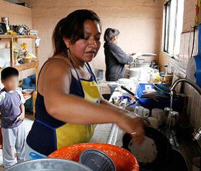 """Expresiones como """"sirvientas"""", """"criadas"""" o """"chachas"""" son usadas frecuentemente para referirse a las trabajadoras del hogar, pero llamarlas así, tiene una carga de discriminación. (Especial)"""