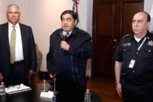 Desde su postración, Barbosa (PRD) pretende conservar los hilos del aparato punitivo, pero, es Ardelio Fosado (PRI) quien, agazapado en Gobernación tiene el mando formal e informal. (Especial)