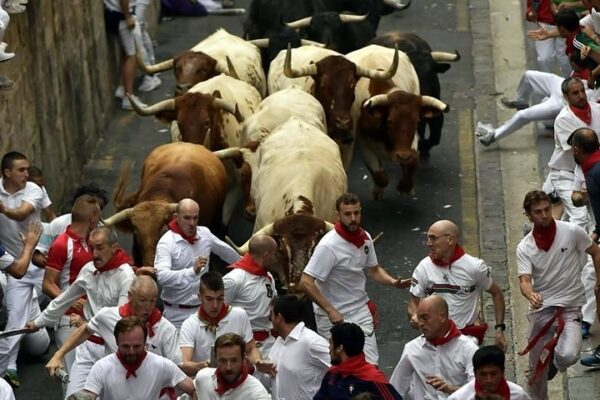 Autoridades de Pamplona, España, cancelaron por segundo año consecutivo las fiestas de San Fermín, conocidas por sus corridas de toros, debido a la pandemia de #Covid_19. Crédito: AP
