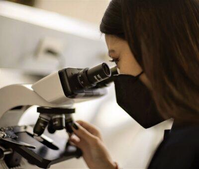Rector Alfonso Esparza entrega remodelación de laboratorios en la Facultad de Ciencias Biológicas. (Especial)