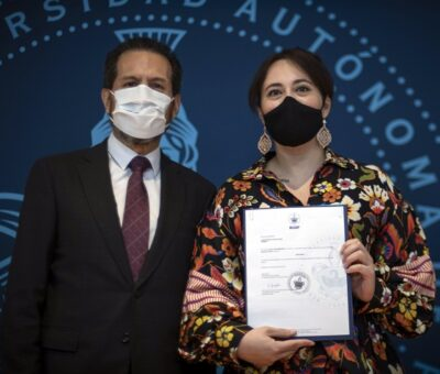 Rector Alfonso Esparza suma 2 mil 119 definitividades entregadas a personal académico. (Especial)