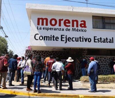 """No pasa de 30 pelagatos, la """"intifada tipo PRD"""" que irrumpió este día de manera violenta en las oficinas estatales de Morena. (Foto / Agencia Enfoque)"""