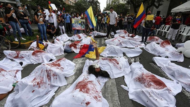Al menos 61 personas han muerto desde que iniciaron las protestas el 28 de abril, según autoridades y la Defensoría del Pueblo (ombudsman), que también entregó a la CIDH más de 500 denuncias sobre violaciones a los derechos humanos. (Especial)