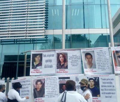 Madres de desaparecidos protestaron afuera de la fiscalía de Puebla. Foto: Colectivo