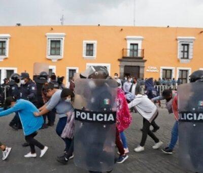 La autoridad no informó a cuántas normalistas detuvo. Foto: Especial