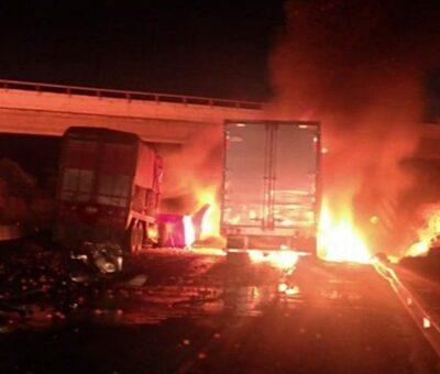 Este accidente provocó que la circulación con sentido a San Martín Texmelucan se viera afectada en su totalidad desde las primeras horas de este jueves. (Especial)