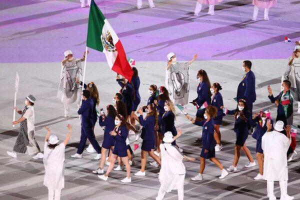 Gaby López y Rommel Pacheco portaron la bandera mexicana (Foto de Reuters)