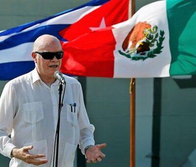 El ministro de Comercio Exterior de Cuba, Rodrigo Marmierca, habla durante la llegada de un barco con ayuda humanitaria de México este 30 de julio. En video, el arribo y distribución del apoyo internacional en La Habana. Ernesto Mastrascusa (Foto: EFE)