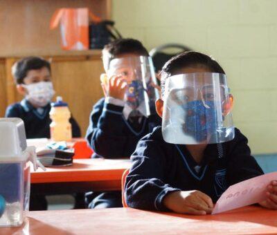 Arrancó este lunes en México tras un año y medio de escuelas cerradas por la pandemia del coronavirus. (El Universal)