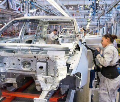 Trabajadores de Audi en Puebla, inician paro de brazos caídos. Foto: Especial