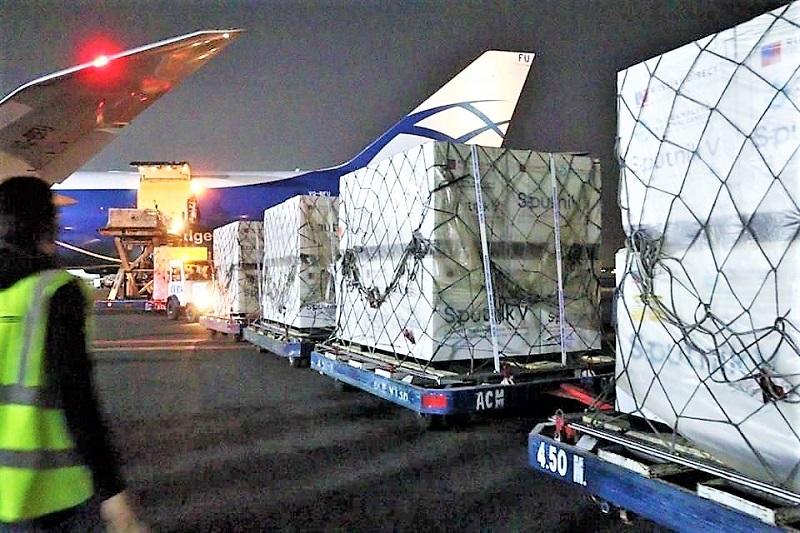 Parte del embarque procedente de Moscú, Rusia, que se recibió esta madrugada en la Terminal 1 del aeropuerto capitalino. Crédito: Especial