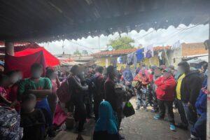Foto: El Instituto Nacional de Migración rescató a 133 personas extranjeras que se encontraban hacinadas y en condiciones insalubres en una casa de seguridad en el municipio de San Francisco Tlaltenango, Puebla.