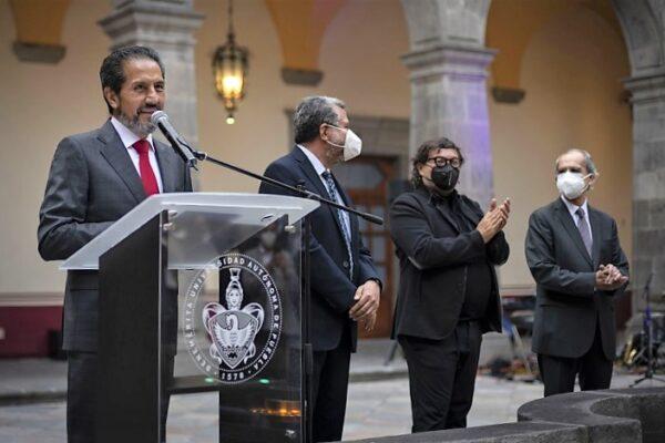 Inaugura el rector Alfonso Esparza el Museo Carolino en el Centro de la Cultura y los Saberes. (Especial)