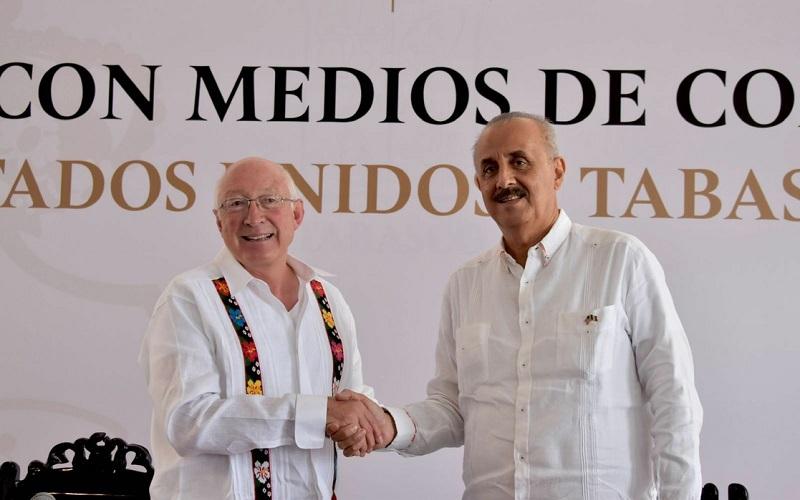 El embajador Ken Salazar se reunió este jueves con el gobernador de Tabasco, Carlos Merino donde acordaron trabajar en la región de manera conjunta. Foto https://twitter.com/USAmbMex