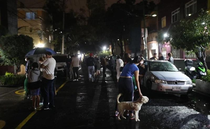 Se registra sismo la noche de este martes en la Ciudad de México. Foto: Germán Espinosa. El Universal