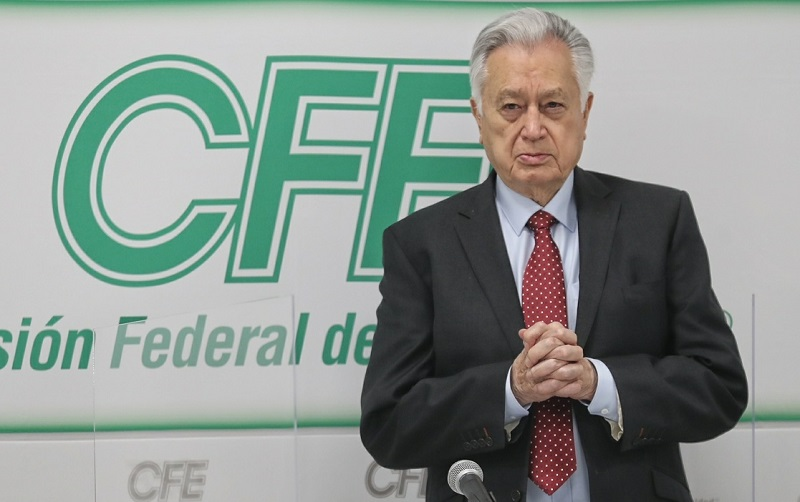 Manuel Bartlett Díaz, director de la CFE. Foto Marco Peláez / Archivo
