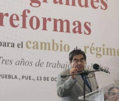 """Miguel Barbosa: Decisiones impensadas, populacheras, sobre las rodillas. Tres años del """"estilo"""" vertical y caciquil de gobernar, a contrapelo de la 4T. Foto: @MBarbosaMX"""